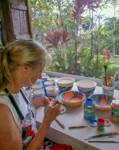 alysia-samaru-glazing-pottery