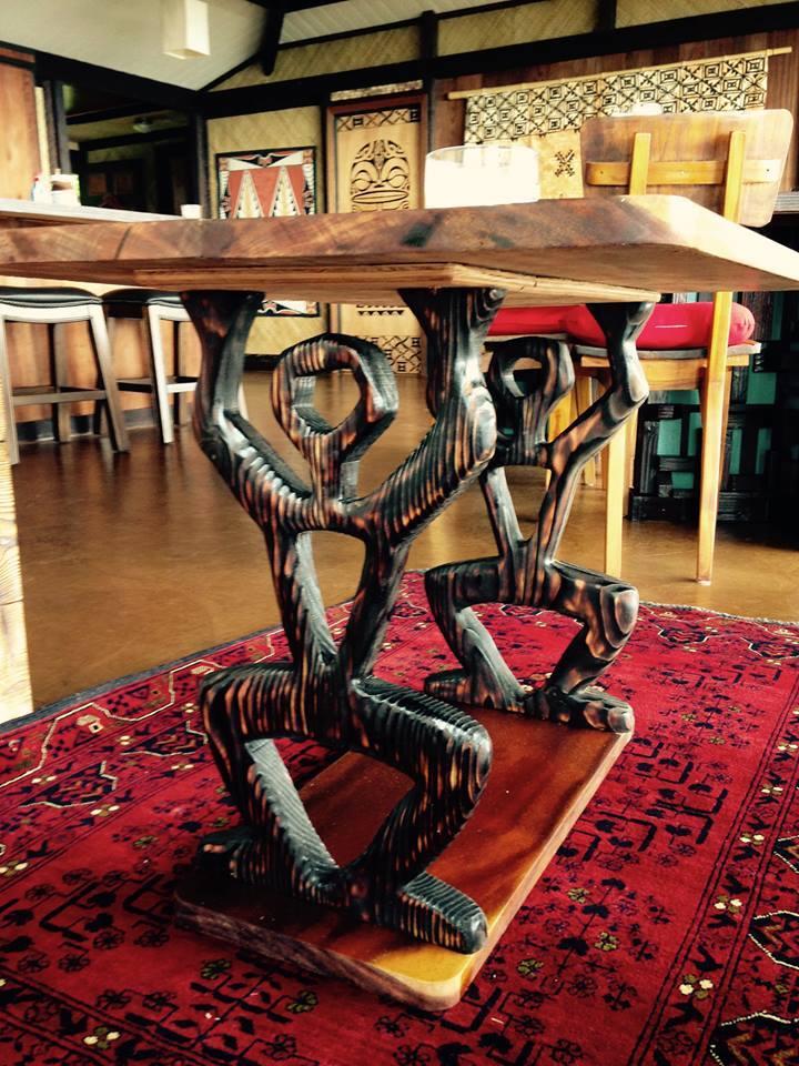 Kona-Clilve-Table