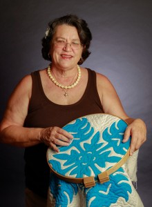 catherine-wynne-with-quilt